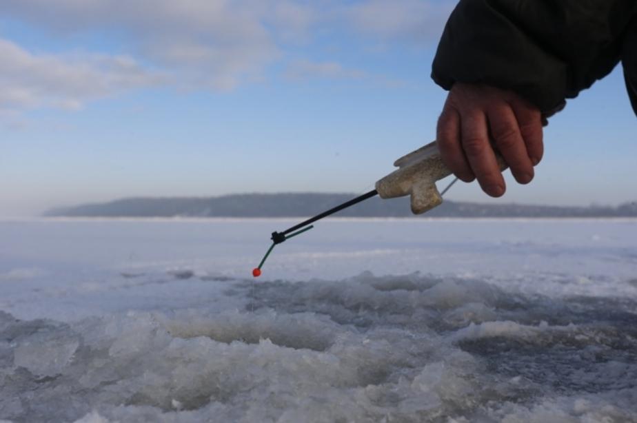 """Спасатели эвакуировали 63 рыбака- оказавшихся на льдине в районе турбазы """"Дюны"""" - Новости Калининграда"""
