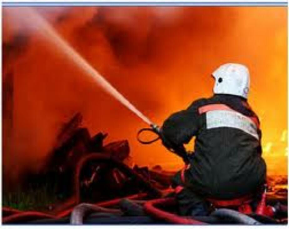 Под Озерском из горевшего дома спасли 51-летнюю женщину