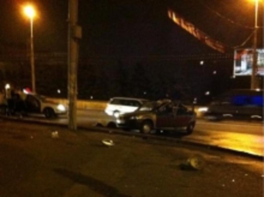В реанимации умерла пассажирка такси- врезавшегося в столб на эстакадном мосту - Новости Калининграда