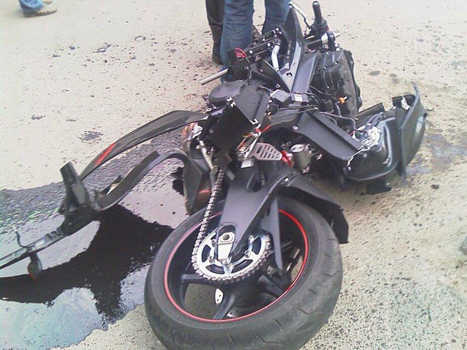 В Черняховске мотоцикл врезался в легковушку- двое пострадавших - Новости Калининграда