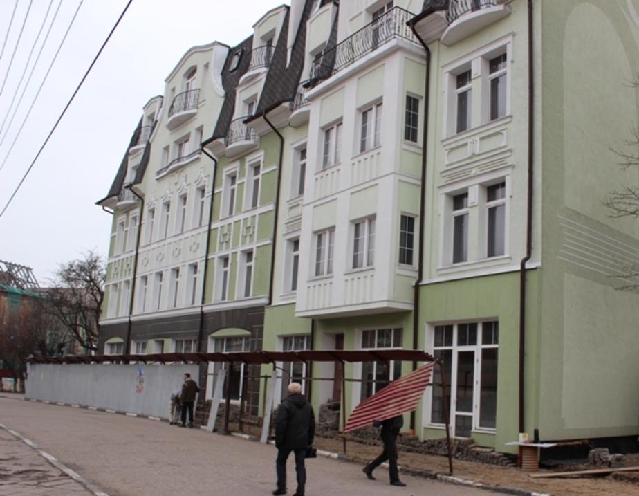 На Курортном проспекте в Зеленоградске демонтируют забор- мозоливший глаза около 10 лет - Новости Калининграда