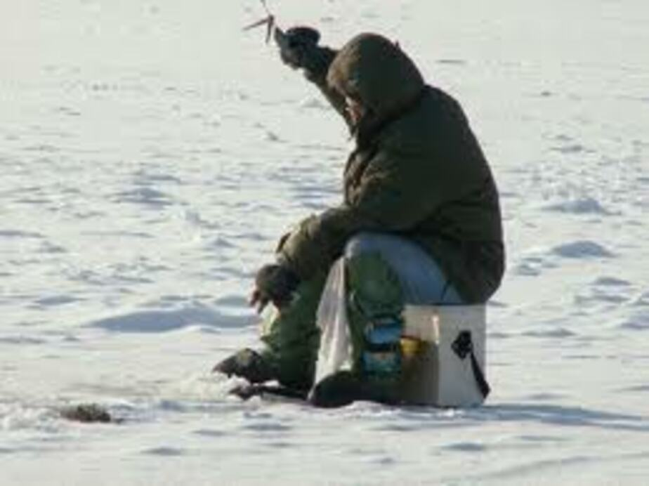 Спасатели эвакуировали с Куршского залива пострадавшего рыбака - Новости Калининграда