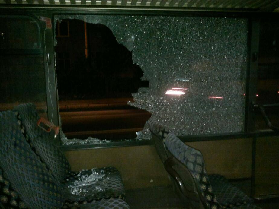В калининградском автобусе трое пассажиров разбили стекла и ударили водителя - Новости Калининграда
