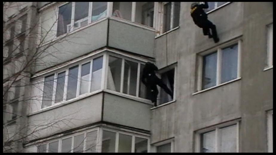 В Калининграде у банды наркоторговцев изъяли героин на 12 млн- и арсенал оружия -видео захвата- - Новости Калининграда