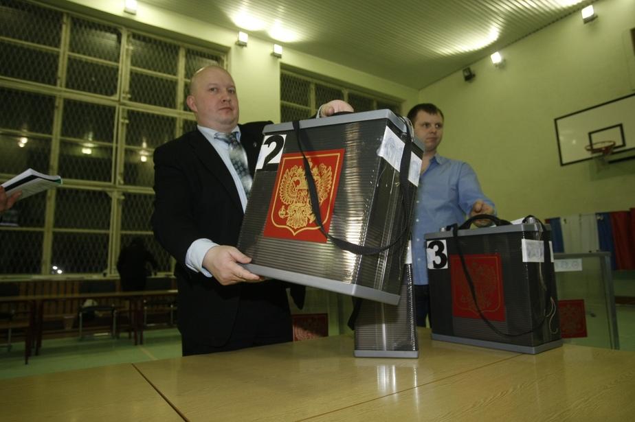 Облизбирком подвел итоги- Путин набрал 52-55-- Зюганов - 21-33-- Прохоров - 13-56-