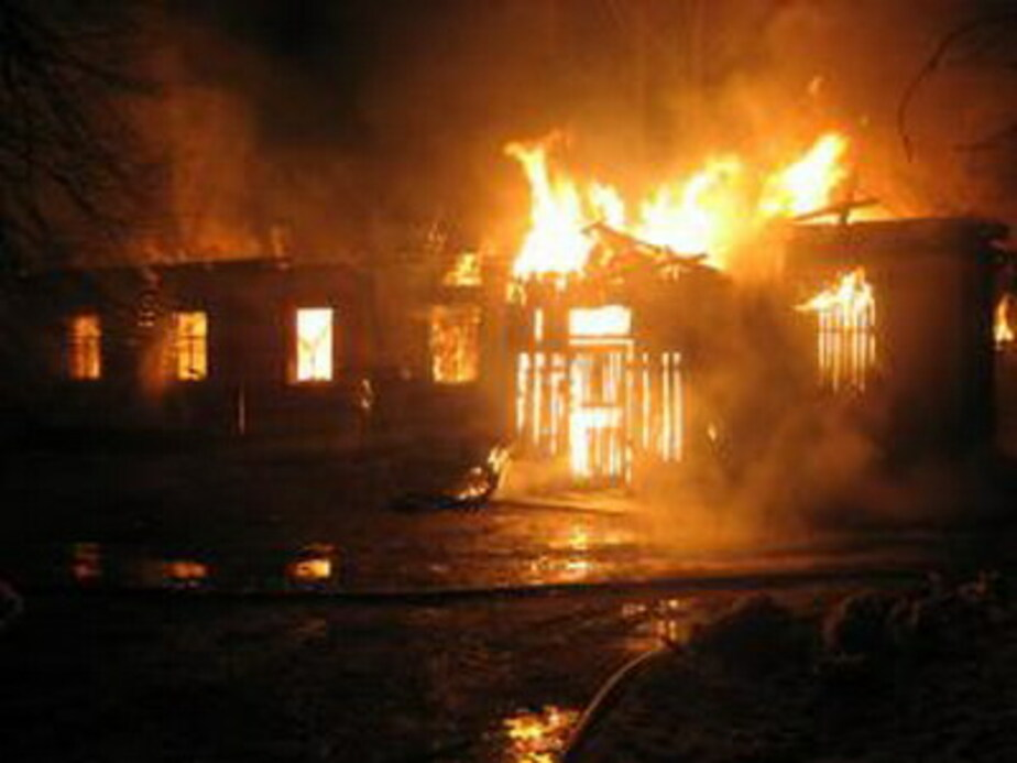 На улице Катина в собственной постели сгорел пенсионер - Новости Калининграда