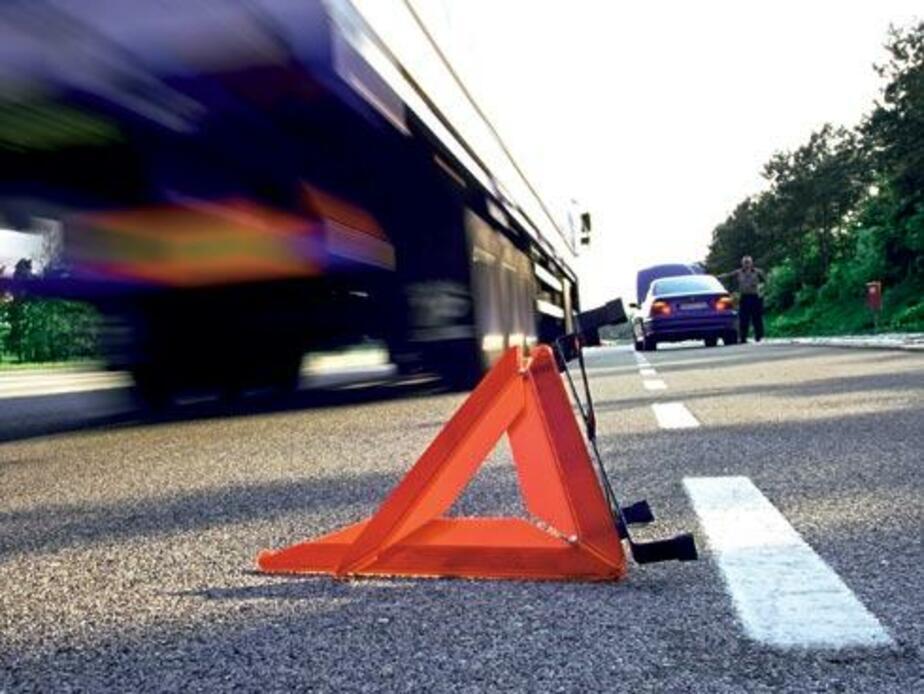 """На Окружной дороге столкнулись БМВ и """"Понтиак""""- пострадал пассажир"""