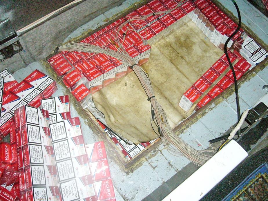 Таможенники обнаружили в полу литовского тягача 8660 пачек сигарет - Новости Калининграда