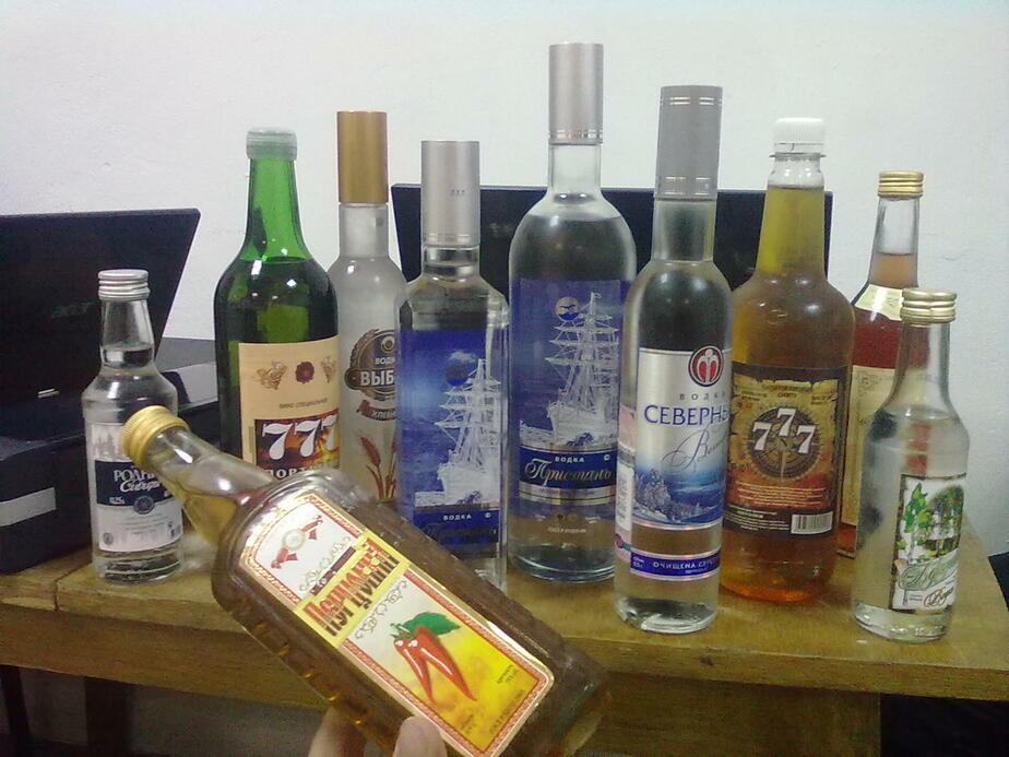 В Калининграде изъяты тысячи бутылок подозрительной водки