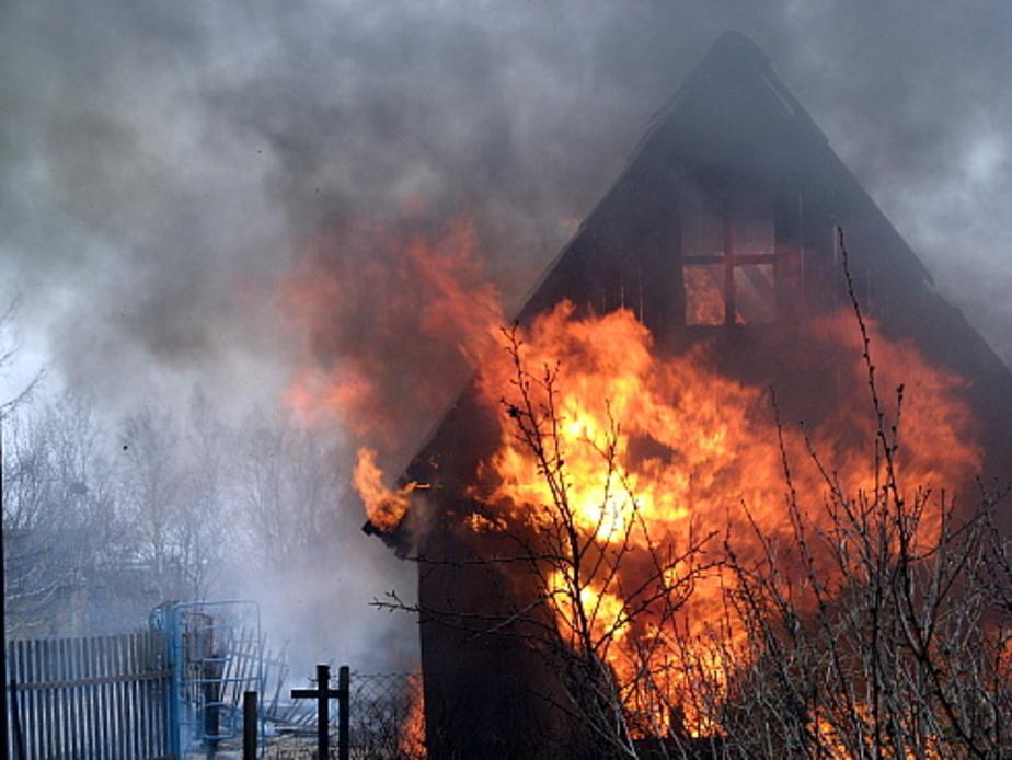В дачном домике на ул- Менделеева сгорел этаж и лестница - Новости Калининграда