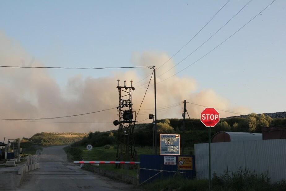 Тление мусора на полигоне ТБО под Калининградом продолжается- пожарные занимаются проливкой - Новости Калининграда