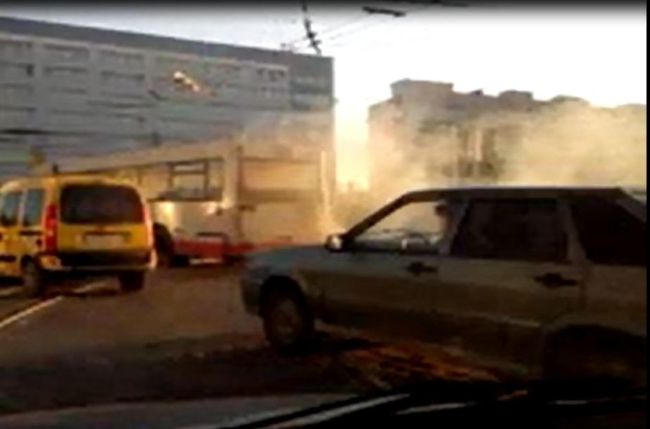 На Ленинском проспекте на ходу загорелся рейсовый автобус - Новости Калининграда