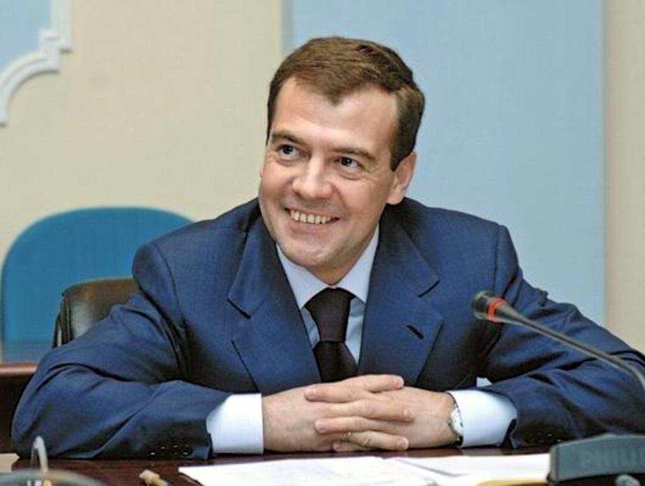 Медведев- Россия выдержит вторую волну кризиса