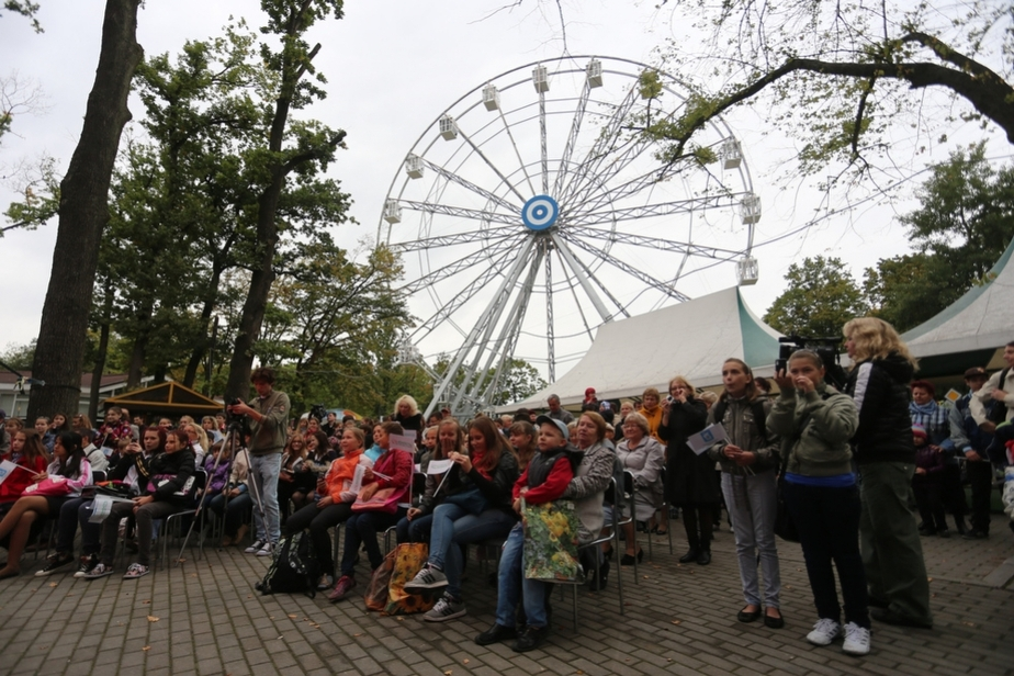 В Калининграде открылось колесо обозрения с обогреваемыми кабинками - Новости Калининграда