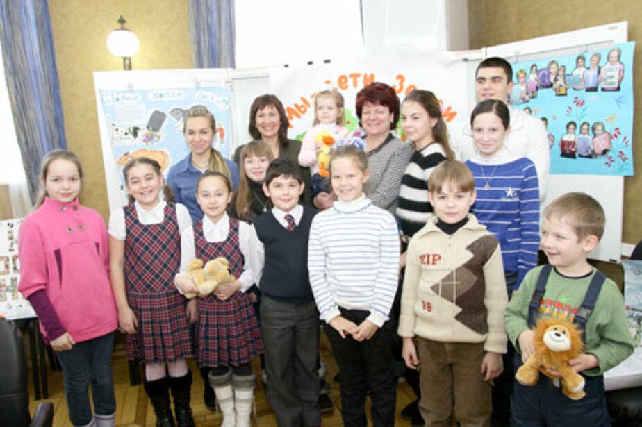 В Облдуме школьники посидели в депутатских креслах - Новости Калининграда