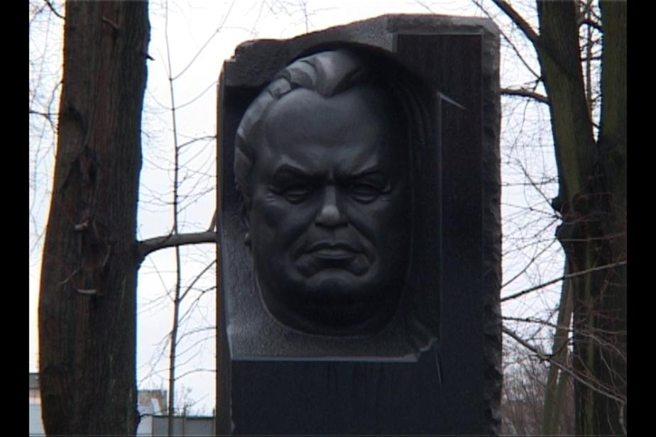 """На старом кладбище в Калининграде появился 3-метровый -""""Батяня-"""" из гранита - Новости Калининграда"""