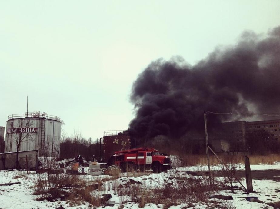 В Калининграде на территории бывшего пивзавода горит емкость с мазутом - Новости Калининграда