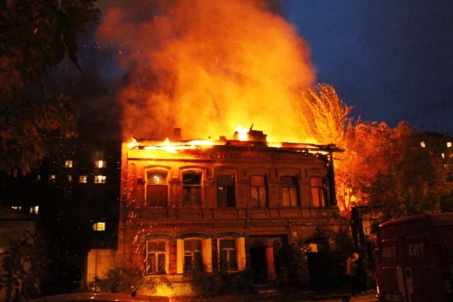 В Гвардейске пожарные потушили жилой дом - Новости Калининграда