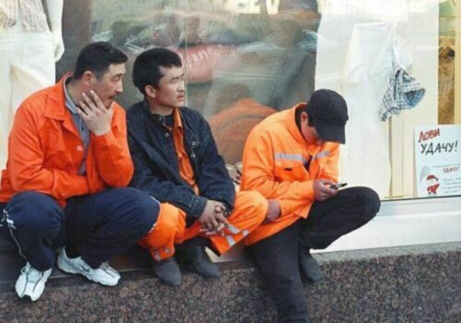 Судебные приставы отправили из Калининграда на родину троих узбеков - Новости Калининграда