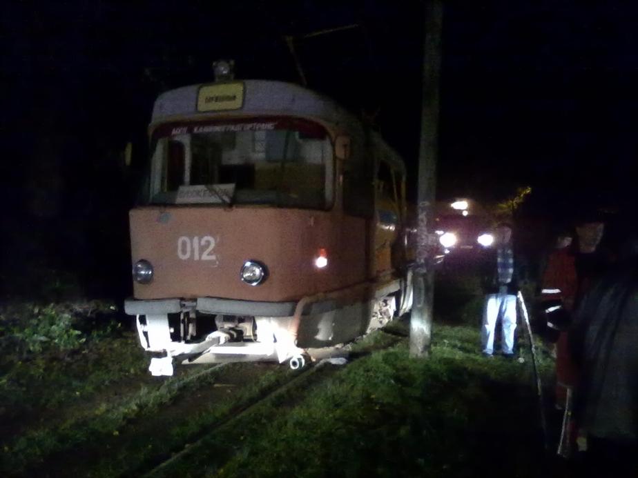 Неизвестный калининградец в три часа ночи попал под трамвай