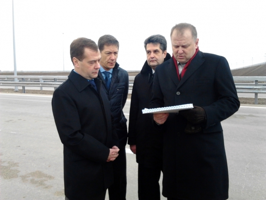 Медведев поддержал Цуканова и дал старт приватизации Янтарного комбината - Новости Калининграда