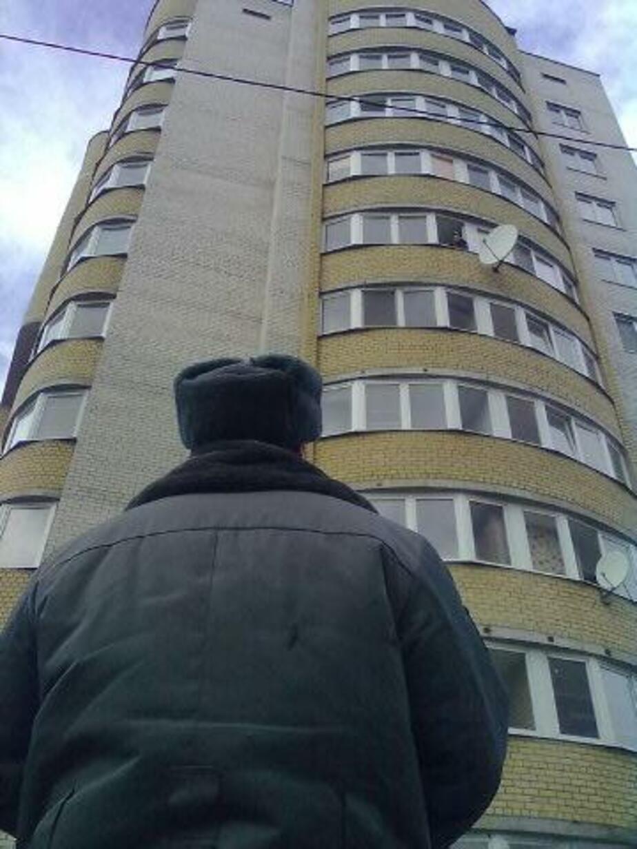 В Калининграде полицейские не дали пенсионерке выброситься с 6-го этажа - Новости Калининграда