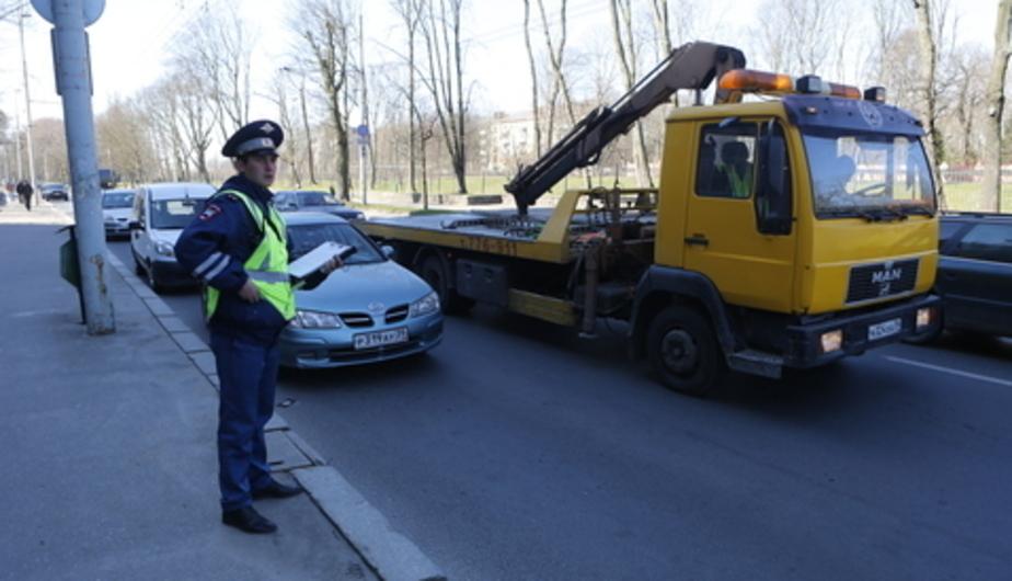 """Калининградец оставил машину в разрешенном месте, а вечером обнаружил вместо нее знак """"Остановка запрещена""""  - Новости Калининграда"""