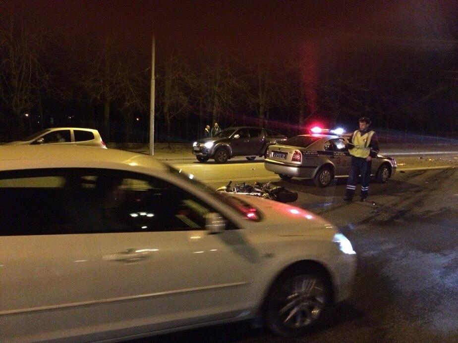 Полиция: Очевидцы говорят, что водитель БМВ и байкер устроили гонку (схема ДТП) - Новости Калининграда