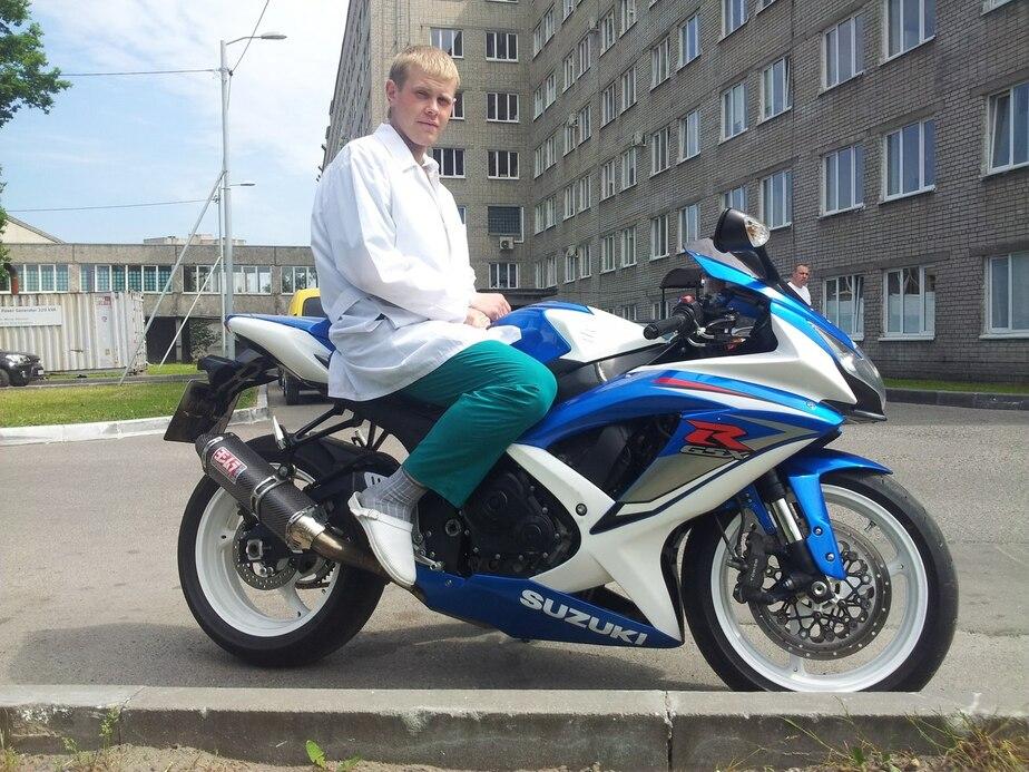 Коллеги погибшего на ул. Горной байкера: Роман был подающим надежды кардиологом - Новости Калининграда