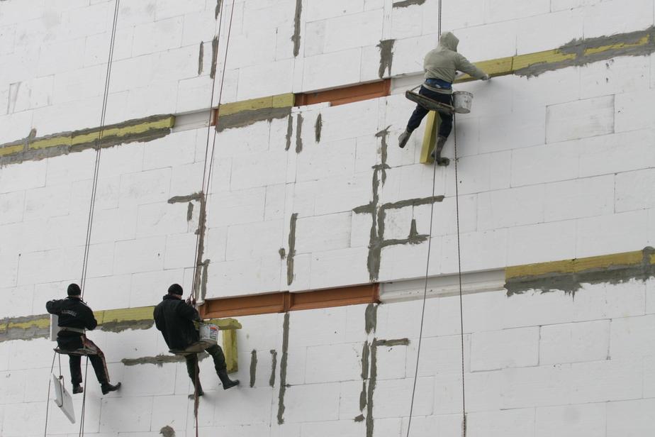 В Черняховске рабочий сорвался вниз со строительных лесов - Новости Калининграда