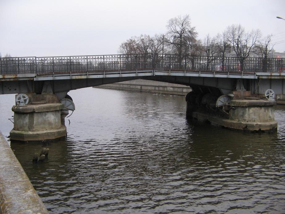 Калининградские депутаты будут искать деньги, чтобы к ЧМ превратить пешеходные мосты в автомобильные - Новости Калининграда