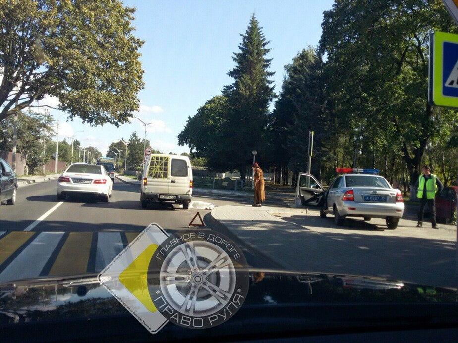 На дороге Калининград — Балтийск на пешеходном переходе насмерть сбили женщину - Новости Калининграда