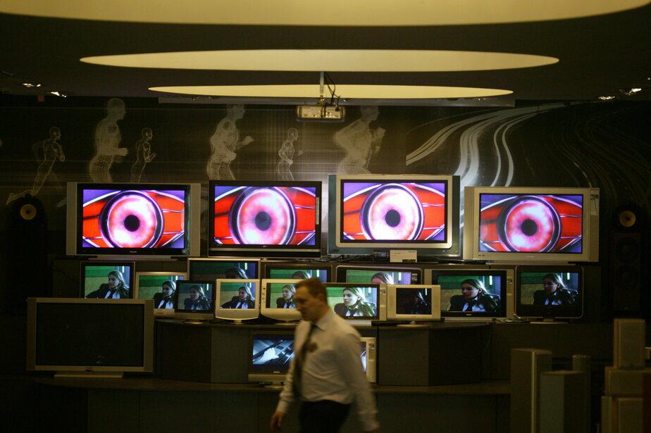 Опрос: россияне перестали доверять телевизору и ищут новости в интернете