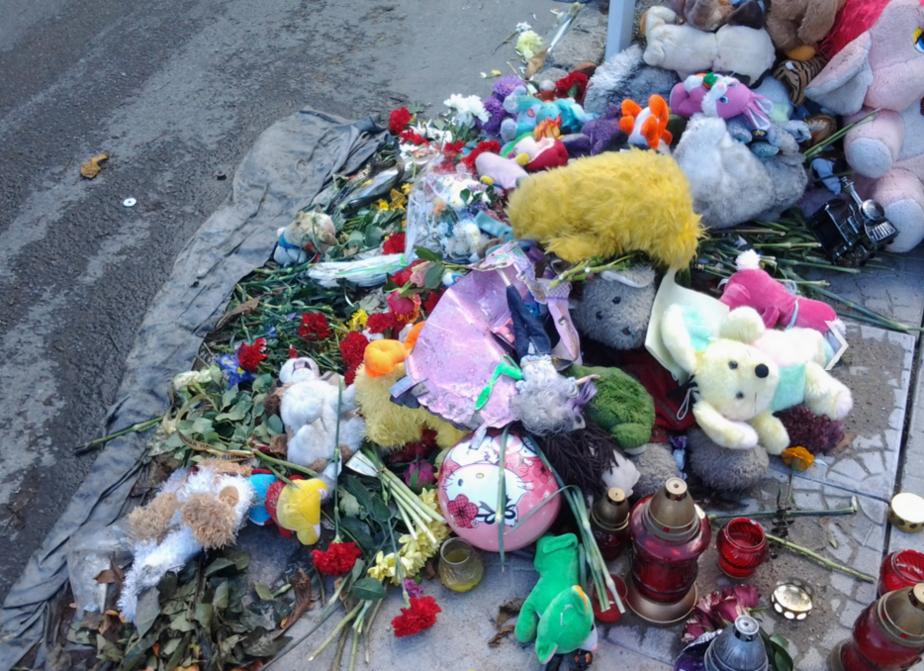 """""""Мы часто плачем над её фото"""": семья погибшей под колёсами грузовика школьницы полтора года не может добиться выплаты компенсации"""