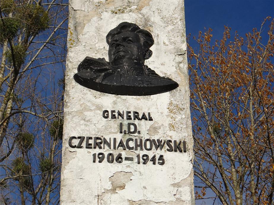Польская прокуратура аннулировала дело об осквернении памятника Черняховскому - Новости Калининграда