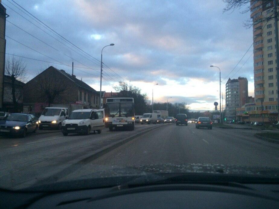 Из-за двух ДТП серьезно осложнено движение на ул. Гагарина