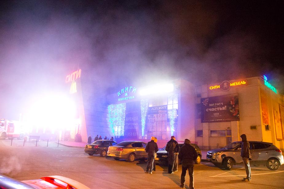 Цуканов: При пожаре в магазине фейерверков в ТЦ Сити погиб человек
