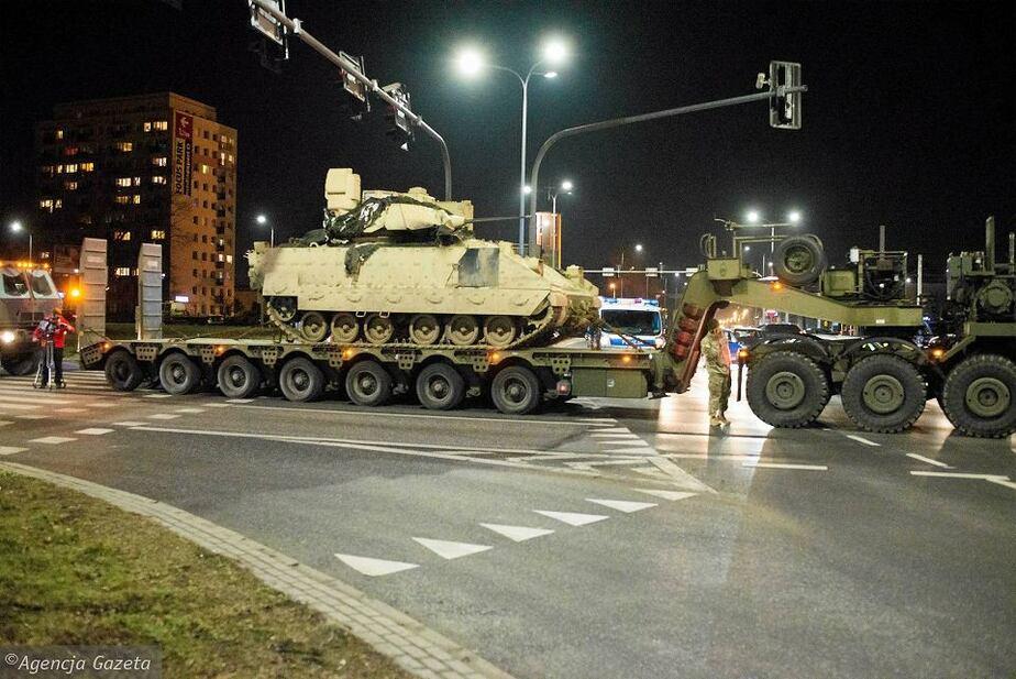 В Польше грузовик с американскими танками врезался в легковушку - Новости Калининграда