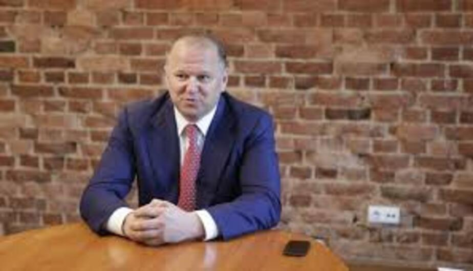 Калининградский губернатор призвал к осторожности при сокращении чиновников