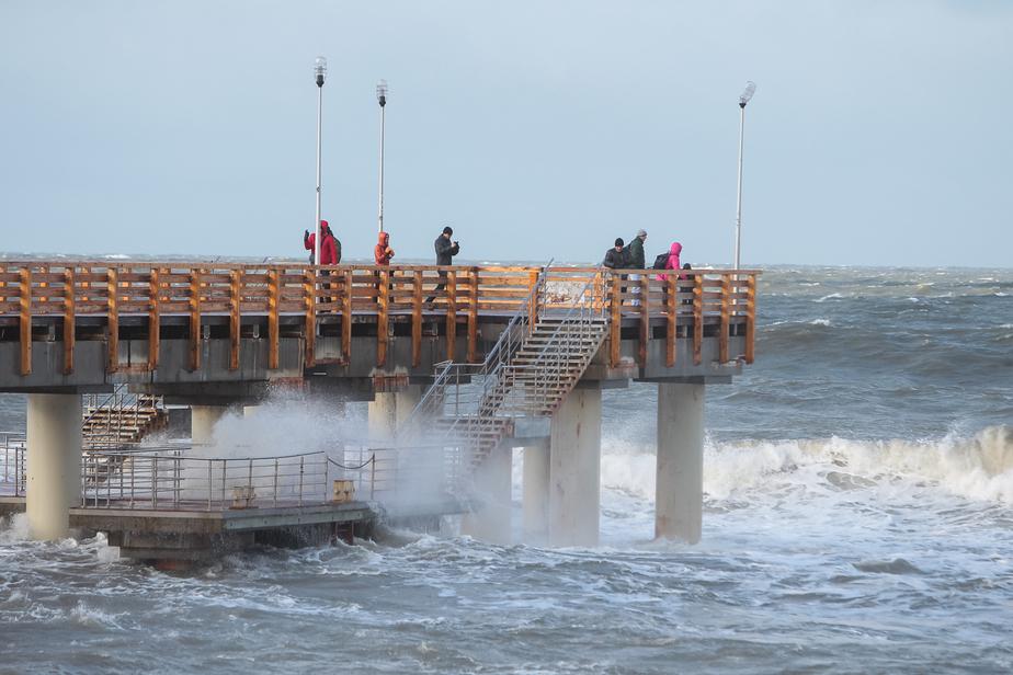 В Калининграде ветер будет усиливаться, волны в море поднимутся до 6 метров