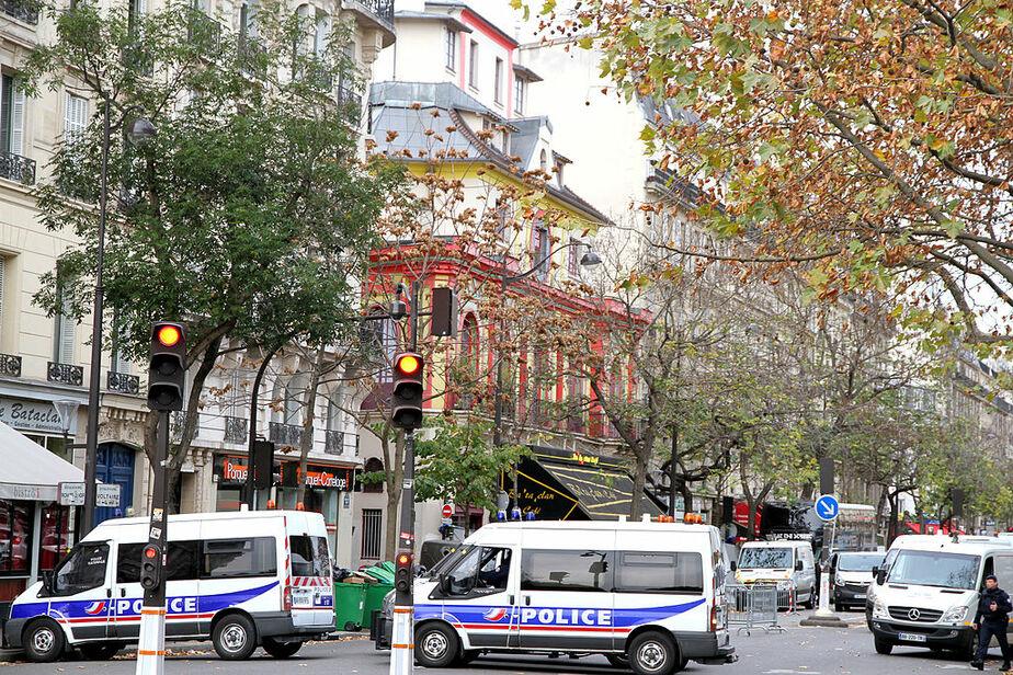 СМИ сообщают об обнаружении  пояса со взрывчаткой на западе Парижа