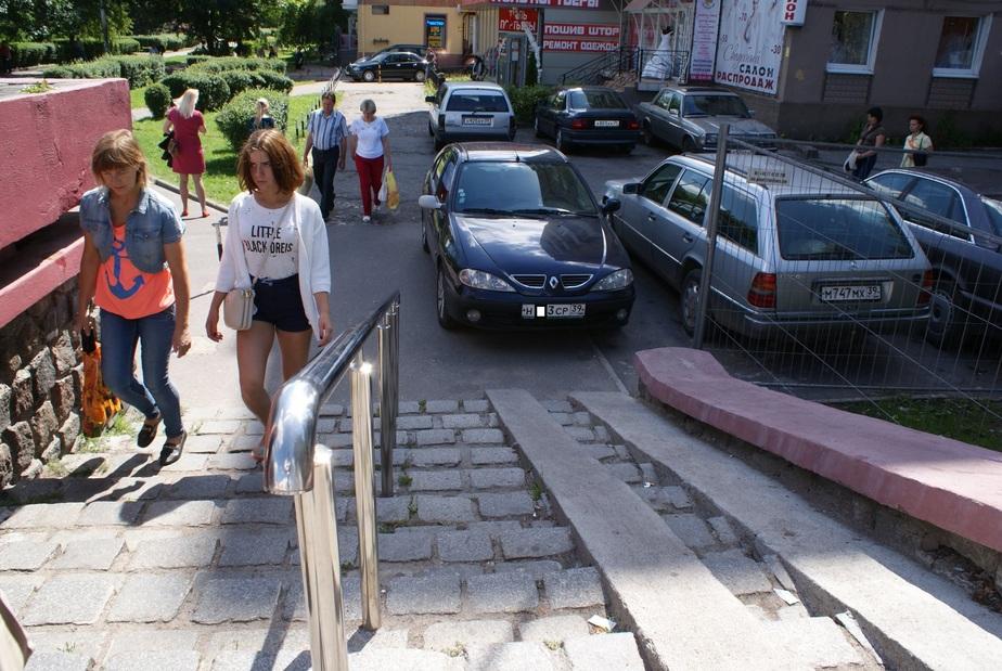 Калининградский автохам мешает движению инвалидов и мам с колясками - Новости Калининграда