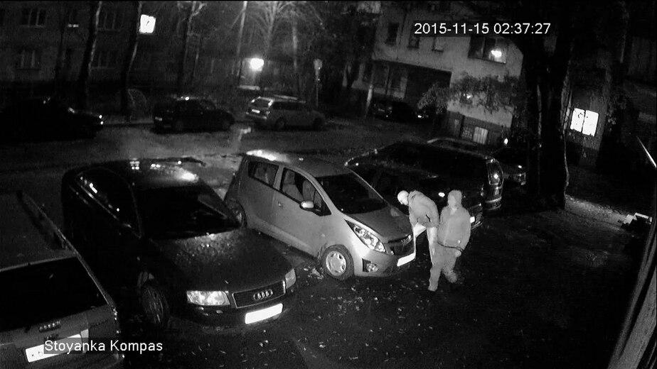 В Калининграде неизвестные прокололи колёса пяти автомобилей (видео) - Новости Калининграда