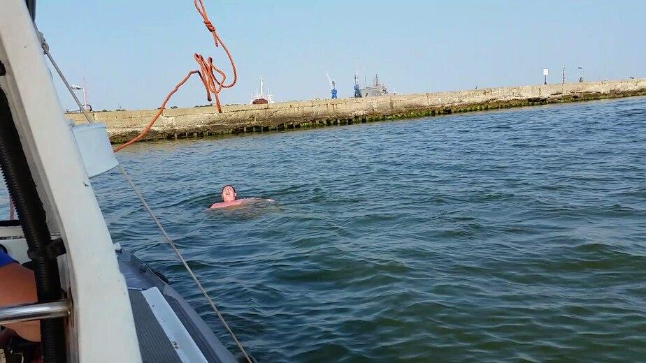 Калининградец переплыл морской канал, помешав парому на Балтийскую косу - Новости Калининграда