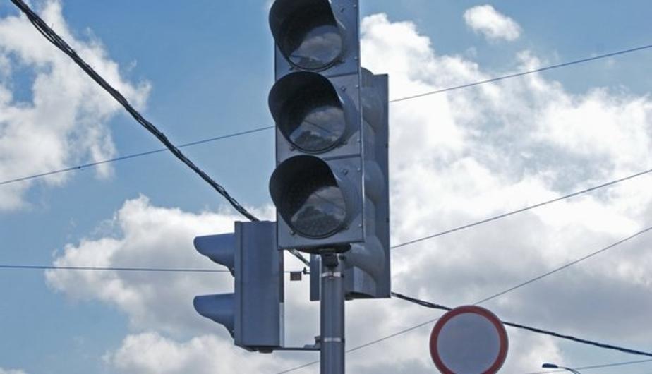 Из-за отключения электричества на Ленинском проспекте не работают два светофора