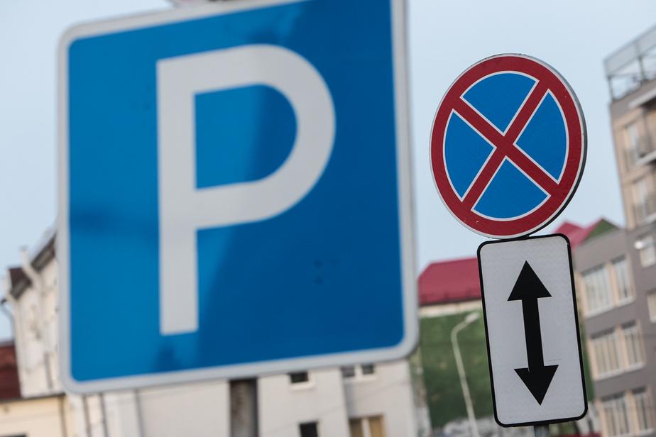Житель Черняховска украл 14 дорожных знаков и складировал их дома у приятеля