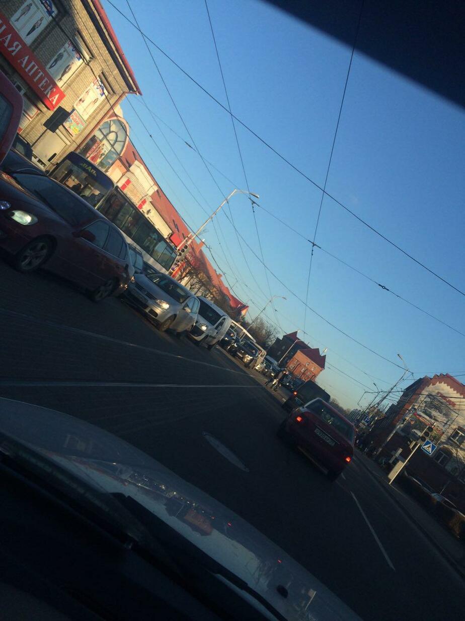 """""""Все сошли с ума"""": Калининград встал в предновогодних пробках (фото)"""