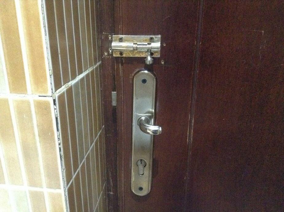 Калининградец больше получаса просидел запертым в туалете торгового центра   - Новости Калининграда