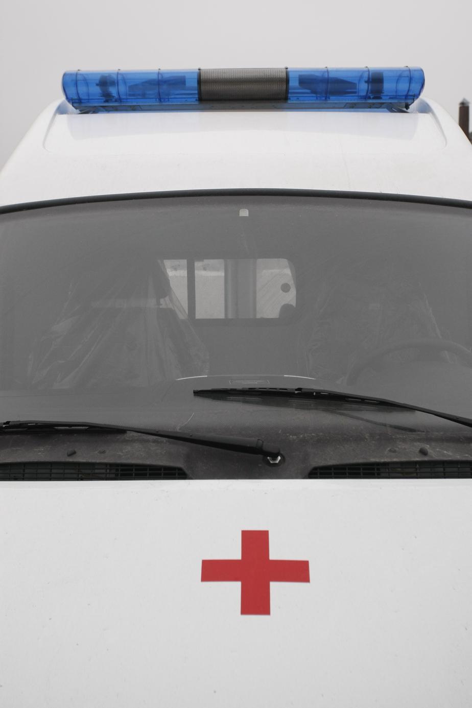 """Под Славском """"Фольксваген"""" врезался в дерево: пассажиров доставали спасатели - Новости Калининграда"""
