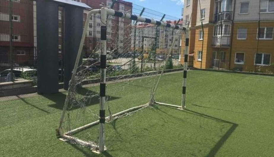 В Агентстве по спорту пообещали закрепить упавшие на школьницу футбольные ворота в Чкаловске - Новости Калининграда